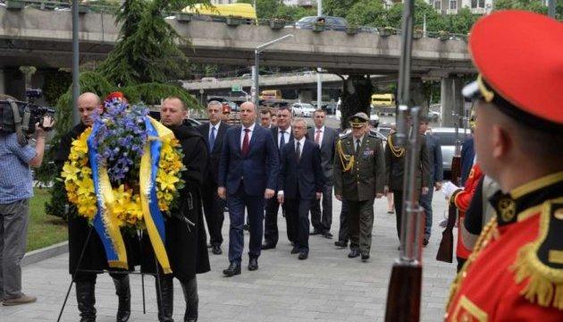 """Колючая проволока как символ оккупации: Парубий посетил """"границу"""" между Грузией и Осетией"""