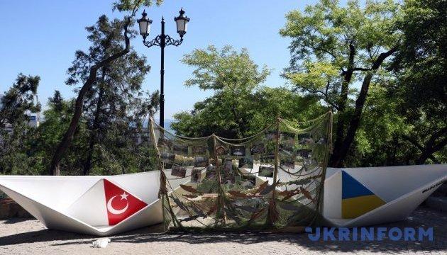 """Как одесситы """"обживают"""" Стамбульский парк"""