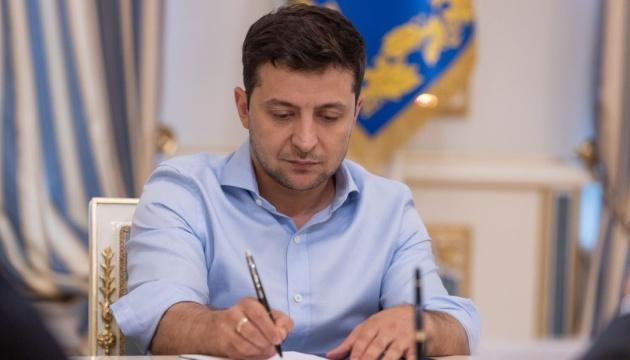 Photo of Зеленский подписал закон об оборонных закупках
