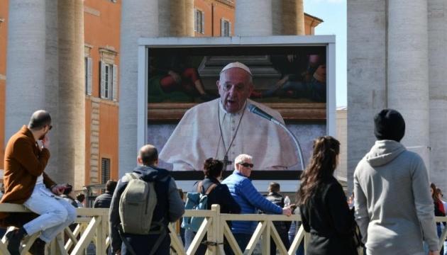 Photo of Папа Римский впервые провел воскресную службу в режиме видеотрансляции