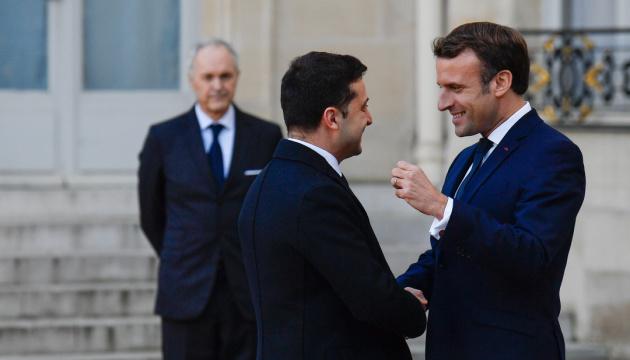 Photo of Зеленский и Макрона обсудили по телефону «Нормандии» и ситуацию с КСУ