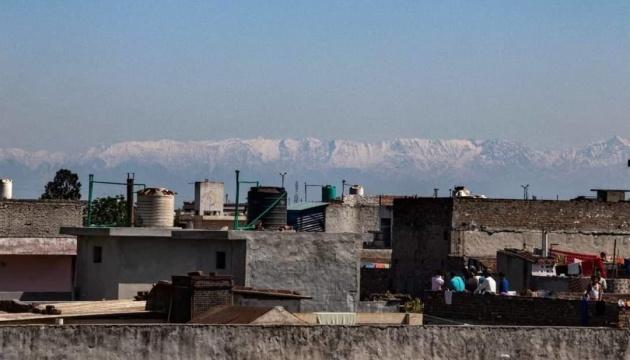 Photo of Жители Индии благодаря карантину впервые за 30 лет увидели Гималаи