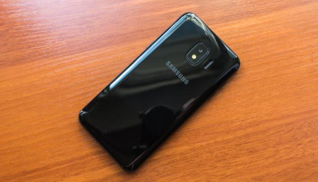 """Photo of Samsung представил """"бюджетный"""" смартфон для индийского рынка"""