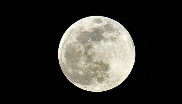 Photo of NASA показало команду астронавтов, которых готовят для полета на Луну