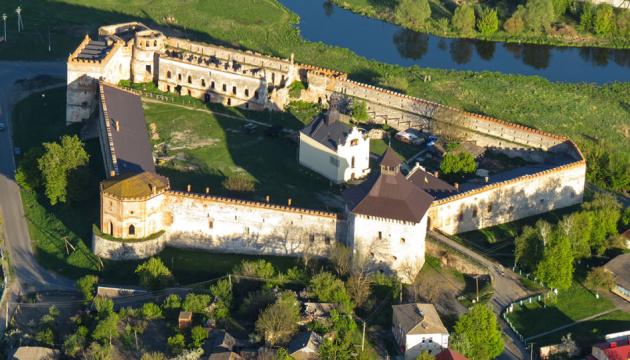 Photo of Меджибожская крепость начала принимать туристов: чем будет удивлять в новом сезоне