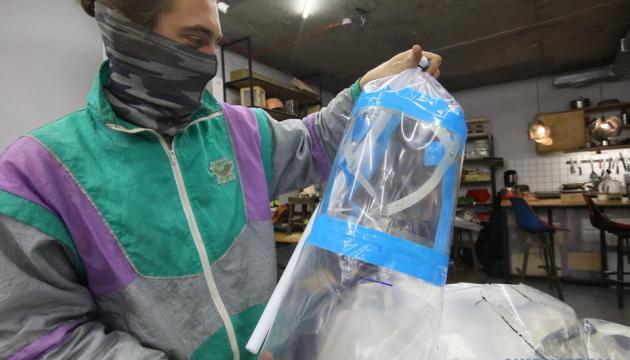 Photo of В Украине разработали защитные шлемы для врачей — в 15 раз дешевле аналогов