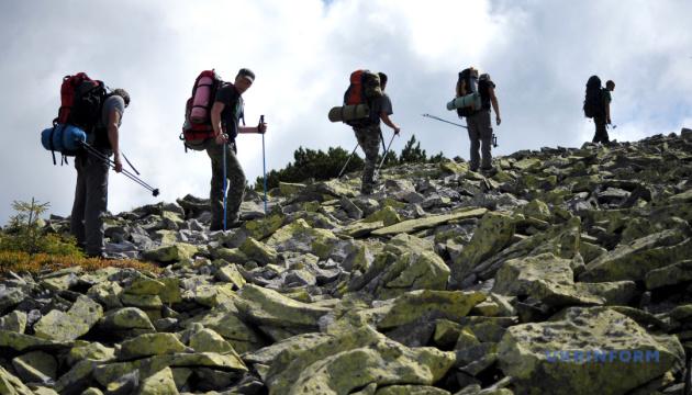 Photo of Прикарпатские спасатели просят туристов регистрироваться перед восхождением в горы