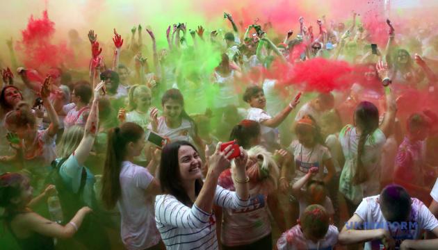 Photo of День молодежи в Чернигове отметят холи-фестом и пляжными развлечениями