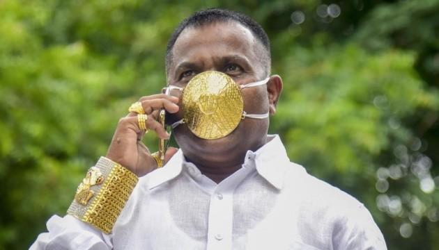 Photo of Коронамода: индийский бизнесмен приобрел маску из золота