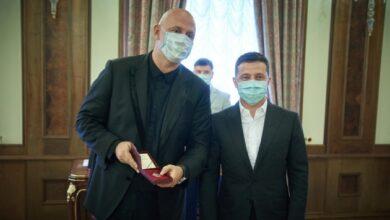 Photo of Зеленский вручил «заслуженного артиста» Потапу, а Кароль — орден