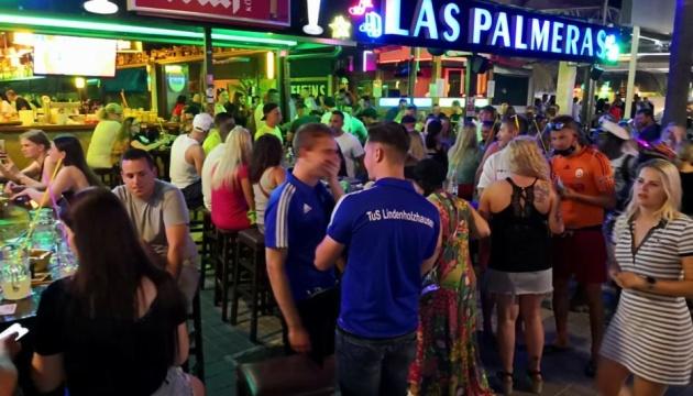 Photo of На Мальорке немецкие туристы, несмотря на карантин устроили массовую вечеринку