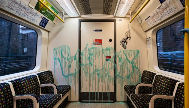 Photo of Крысы и медицинские маски: Бэнкси разрисовал вагон метро в Лондоне