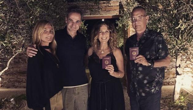 Photo of Том Хэнкс с женой официально стали гражданами Греции