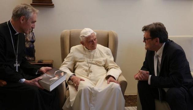 Photo of Бывший Папа Римский тяжело заболел