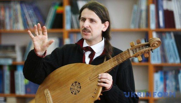 Photo of В Батурине для проекту «Ковчег Украины» записали бандуриста Компаниченко