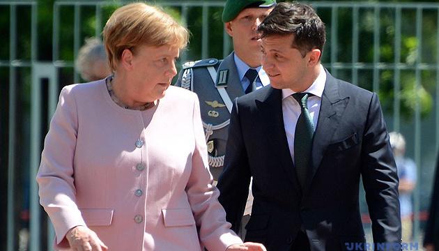 Photo of Зеленский и Меркель провели телефонный разговор