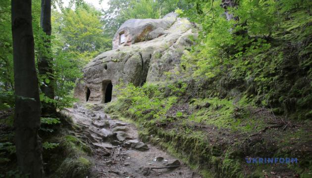 Photo of Фотопутешествие: пещерный монастырь села Розгирче