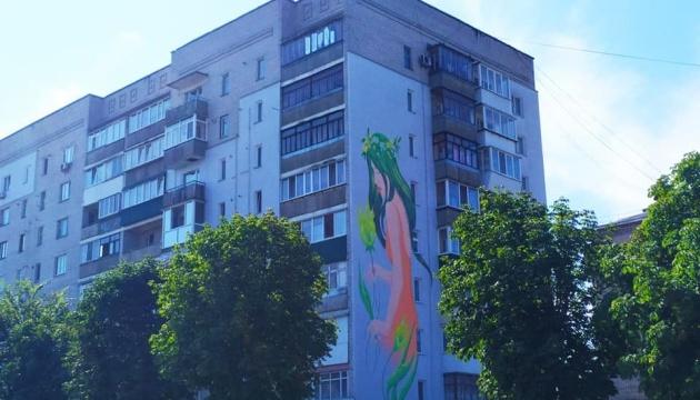 Photo of В Новоград-Волынском создали 20 метровый мурал Нимфы из «Лесной песни»