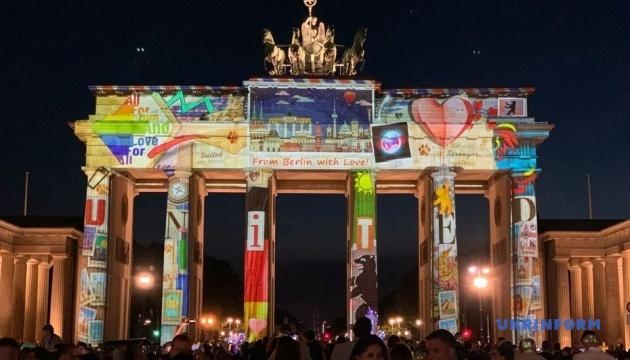 Photo of Берлин погрузился в «Фестиваль света»