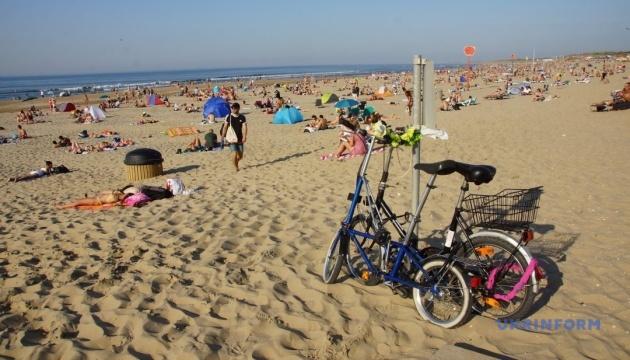 Photo of Летняя погода в Нидерландах спровоцировала бум на пляжах