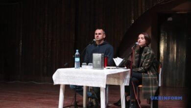 Photo of Сенцов презентовал в Киеве книгу, написанную за решеткой