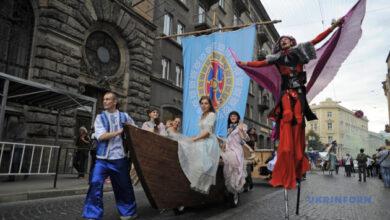 Photo of Львов зовет на уличный театральный фестиваль