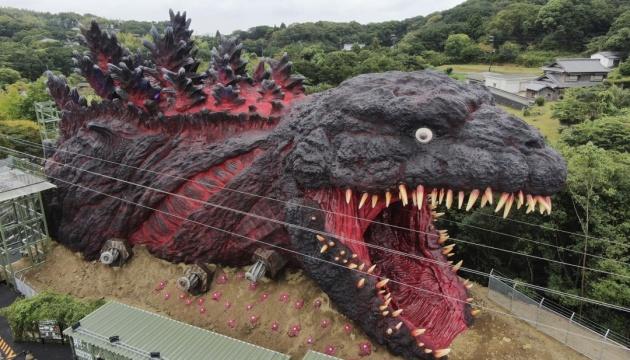 Photo of Япония представила новый аттракцион: гигантского 23-метрового Годзиллу