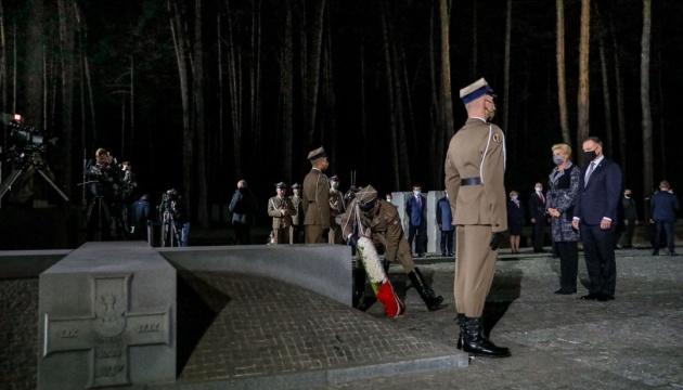 Photo of Дуда почтил в Быковне память жертв Катыни и напомнил о российской агрессии