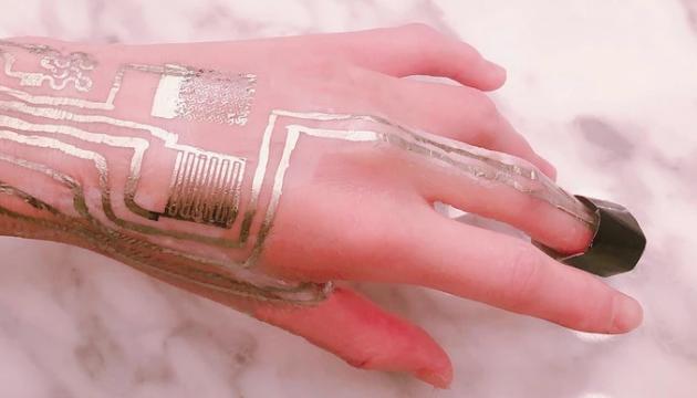 Photo of В США изобрели датчик, который можно печатать на коже