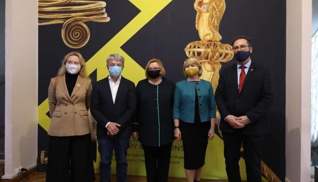 Photo of Ткаченко открыл выставку «Золото Подолье» и призвал ходить в музеи