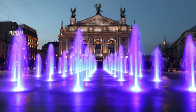Photo of Перед Львовской оперой заработал новый сухой фонтан