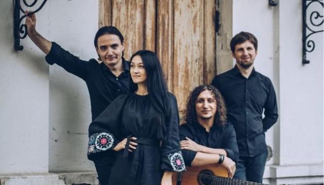 Photo of Иванка Червинская представила альбом украинских народных песен «Покосы»