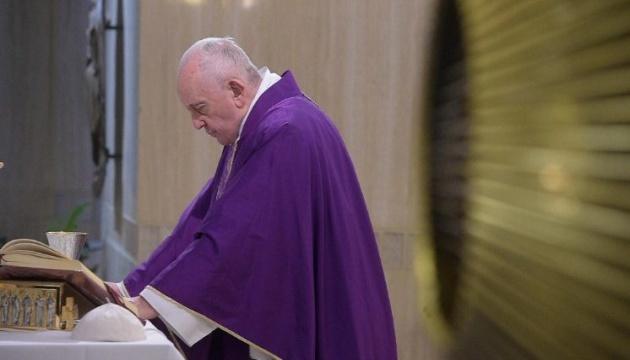 Photo of Ватикан расследует скандальный лайк Папы под пикантным фото модели