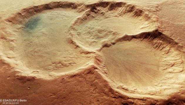 Photo of Межпланетная станция сделала снимок тройного кратера на Марсе