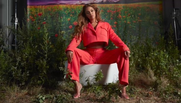 Photo of Звездный мед: Beyoncé на карантине занялась пчеловодством