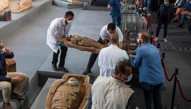 Photo of В Египте нашли сотню мумий в цветных саркофагах, которым 2500 лет