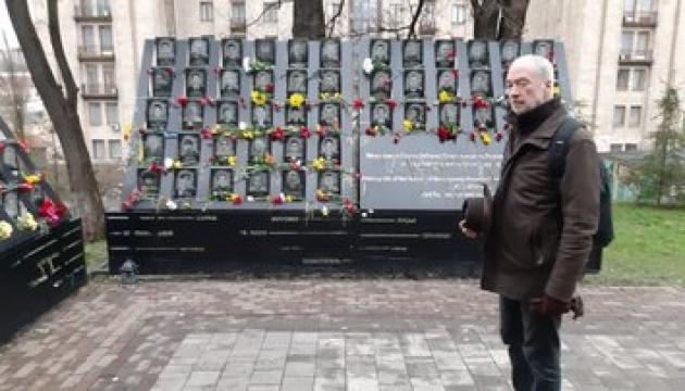 Photo of Посол Франции в Украине почтил память борцов за свободу и достоинство