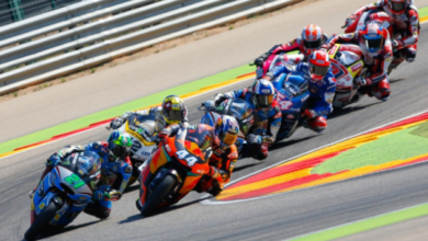 Photo of Испанский гонщик упал посреди трассы и чудом уклонился от 6 мотоциклов