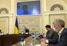 Photo of В Раде идет совещание Разумкова с лидерами фракций, премьером и руководством ОП