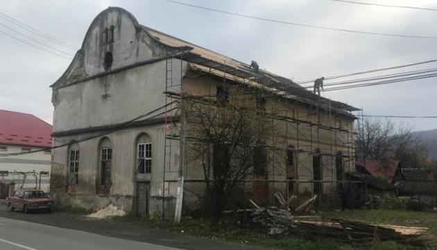 Photo of На Закарпатье реконструируют одну из старейших в Украине синагог