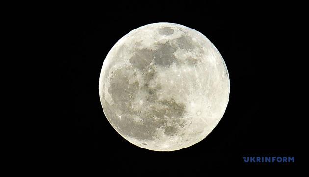 Photo of Китайский зонд «Чанъэ-5» перегрузил образцы грунта Луны на модуль