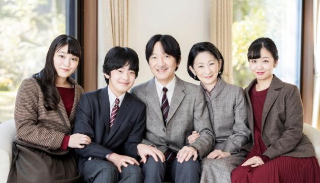 Photo of Наследник японского престола позволил дочери выйти замуж за простолюдина