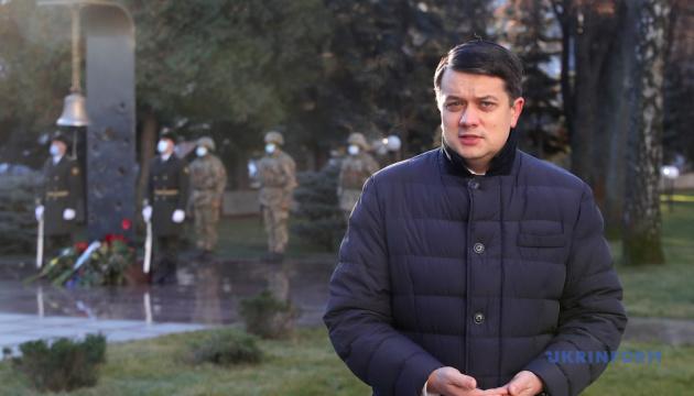 Photo of Любые законодательные инициативы по возвращению мира должны согласовать с Украиной — Разумков