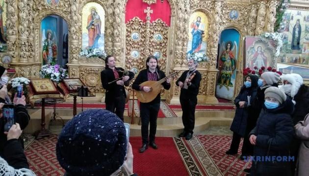 Photo of Музыкант Компаниченко и «Хорея казацкая» выступили в Екатерининской церкви Чернигова