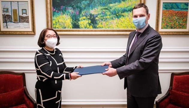Photo of Енин принял копии верительных грамот посла Республики Филиппины в Украине