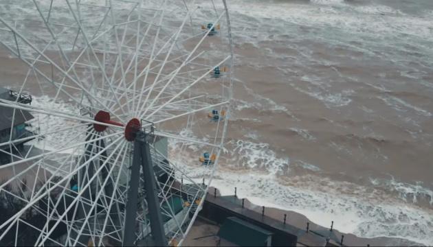 Photo of В курортной Кирилловке море размыло береговую линию и затопило часть баз отдыха