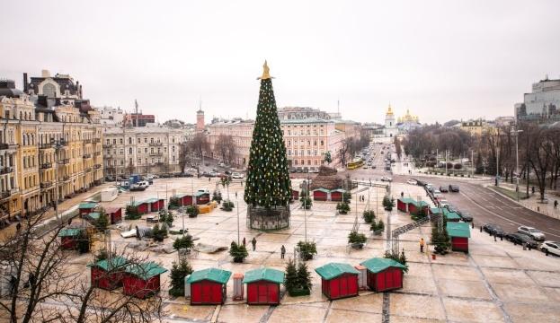 Photo of Главная елка без христианской символики вызывает недоумение — ПЦУ
