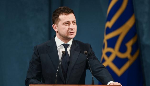 Photo of Зеленский говорит, что не готов сотрудничать с «олигархом Порошенко»