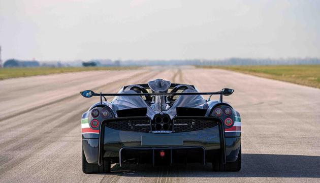 Photo of В Италии представили мощный люксовый спорткар
