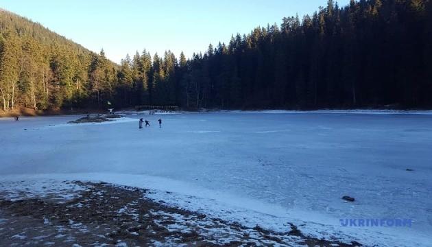 Photo of На Закарпатье замерзло озеро Синевир